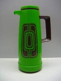 Thermoskan met met retro decor groen. / Thermos with retro decor in green.