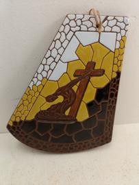 Wandbord hangend aan kruis / Wall plate hanging on cross