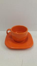 Oranje kop en schotel vierkant  / Orang cup and saucer square