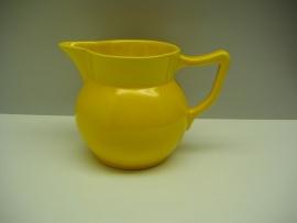 Art-deco kan in geel. / Art-deco jug in yellow