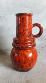 Mooie kan in rood model 428-26 / Nice jug in red model 428-26