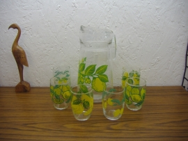 Sapkan met 6 glaasjes citroen / Juice jug with 6 glasses lemons