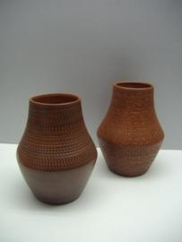 Sawa set 2 vazen in bruin nr. 274/15 / Sawa set vases in brown number 274/15