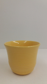 Bloempotje in geel met ribbel / Little planter in yellow with ribs