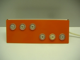 Wand klap lampje in oranje met noppen 23 cm.