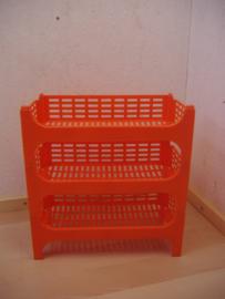 Oranje opbergsysteem. / Orange storage.