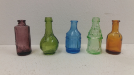 Glazen flesjes voor wandrekje / Small little bottles for wall rack