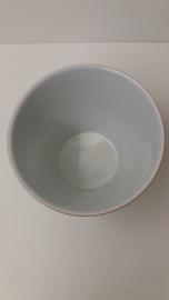 Bloempotje wit  met ribbel gemerkt 2 / Planter in white with rib marked 2
