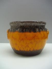 oranje met bruin en oortjes / orange and brown with handles
