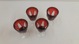 Set rode port glazen 4x / 8 x 4 cm. / Set red port glasses 4x /  3.1 x 1.6 inch.