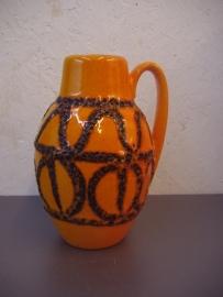 In oranje met fatlava. / In orange with fatlava