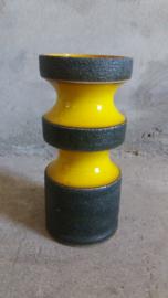"Vaas in geel met grijs bruisglazuur 20 cm / Vase in yellow and gray lavaglace 7.9"""