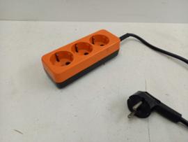 oranje verlengsnoer met 3 stopcontacten / orange extension cord with 3 sockets