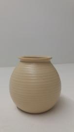 Mooie kleine vaas in beige nummer 1014 / Nice small vase in beige number 1014