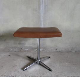 Voeten bankje  chroom met bruine skay / Foot stool chrome and brown skay