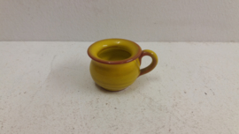 Kleine po in geel 3 x 4 cm. / Small po in yellow 1.18 x 1.57 inch.