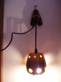 Wandlampje keramiek in bruin geel