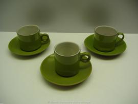 Groene kop en schotels witte binnenkant  / Green cup and saucers white inside