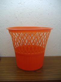 Oranje prullenbak OwO / Orange litter bin OwO
