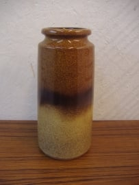 Vaas in grijs en licht bruin 22 cm.  / Vase in gray and light brown 8.7 inch.