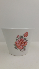 Bloempot in wit met rode rozen / Planter in white with red roses