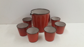 Set Oranje kan met 6 bekers  / Set orange jug with 6 cups