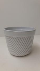 Bloempot in wit ribbel nummer 2045-3 / Planter in white rib number 2045-3