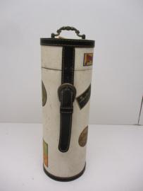 Wijnkoffer wit met diverse opdrukken. / Wine case white with diverse prints
