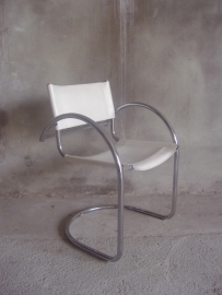 Buisframe stoel in Wassily stijl. /  Tubular frame chair Wassily style
