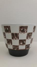 Bloempot nummer 2117 wit bruine vierkanten /Planter number 2117 white brown blocks