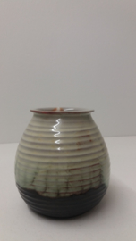 Adco klein ribbel vaasje groen 11 cm. / Adco small ribbed vase green 4.3 inch.