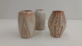 set van 3 kleine vaasjes Hillebrand / set of 3 little vases in red clay Hillebrand