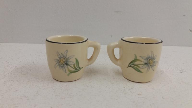 Minibekertjes met licht blauwe bloem  / Mini cups with light blue flower