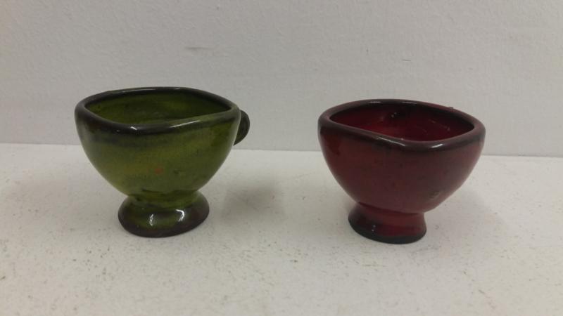 2 mooie testjes in rood en groen 5 cm. / 2 lovely tests in red and green 1.96 inch.
