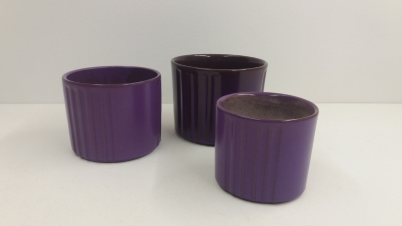 3 paarse potten genummerd 1-2-3 / 3 purple planters numberd 1-2-3