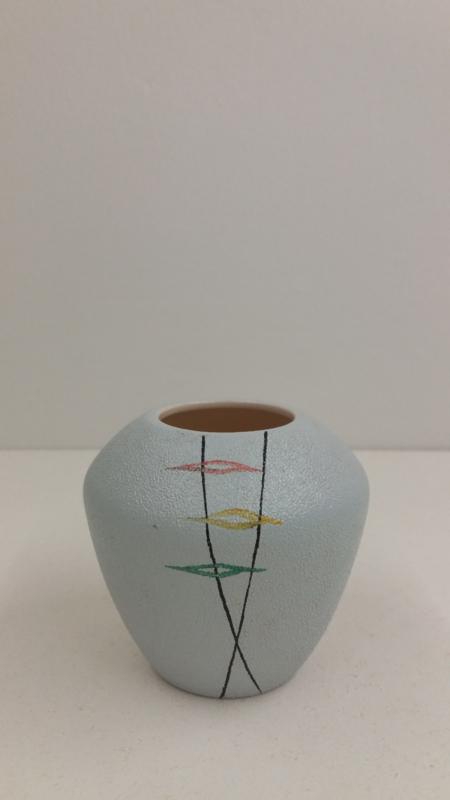 Klein vaasje in grijs van Zenith  8 cm. / Little vase in gray by Zenith 3.1 inch.