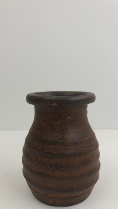 Vaasje in bruin van Jan de Graaf / Little vase in brown by Jan de Graaf
