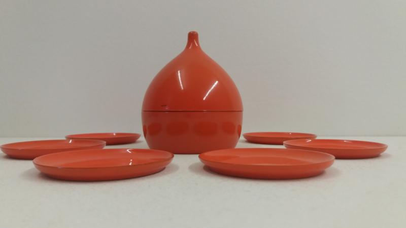 Oranje houder druppelvorm 6 onderzetters. / Orange holder dropform 6 coasters