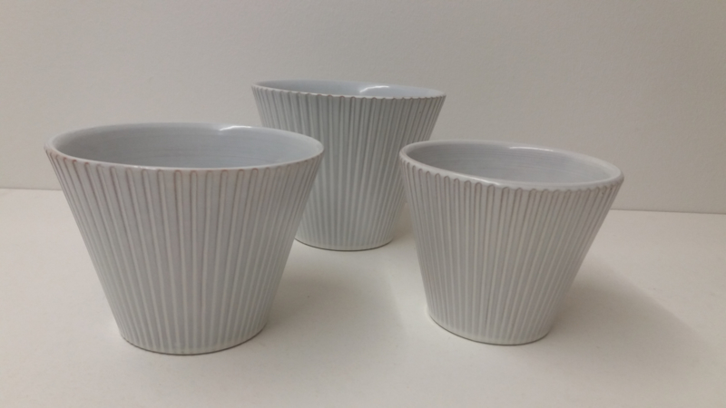 Set bloempotjes wit  met ribbel 3 maten / Set planters in white with rib 3 sizes