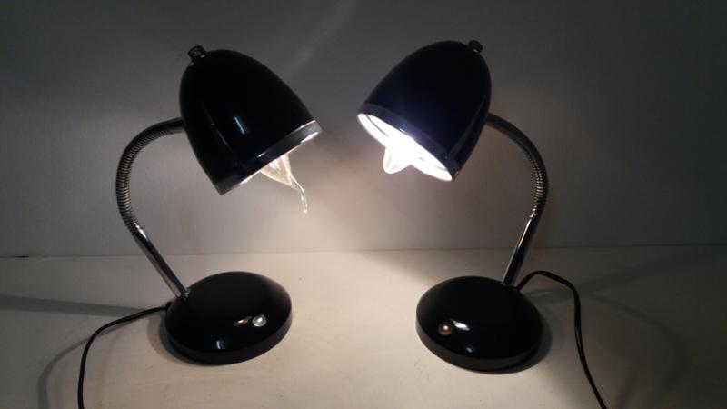 2 vintage tafellampjes zwart chroom / 2 vintage table lights black and chrome