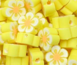 Polymeer kraal fimo bloem geel 10 mm