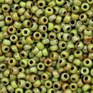 Miyuki kralen groen chartreuse picasso opaque 2 mm 5 gram rocailles