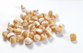 Schelp kralen nuggets beige parelmoer