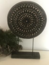 Ornament op voet 38x25cm black wash