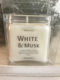 White & Musk Smellies geurkaars  50 Branduren