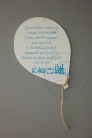 Ballon met Tekst Op  een klein stationnetje