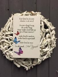 Tekstbord Steigerhout Een kind is als een vlinder