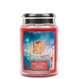 Here Comes Santa  Village  Candle Christmas Collectie  Large 170 Branduren
