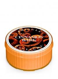 Cinnamon Bark Kringle Candle  Daylight