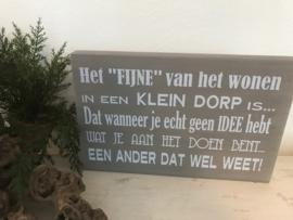 Tekstbord Steigerhout Wonen in een klein dorp
